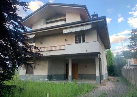 Villa bifamiliare UBOLDO