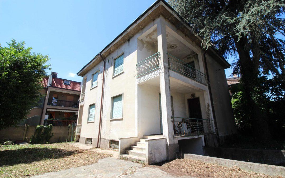 Villa bifamiliare CARONNO PERTUSELLA